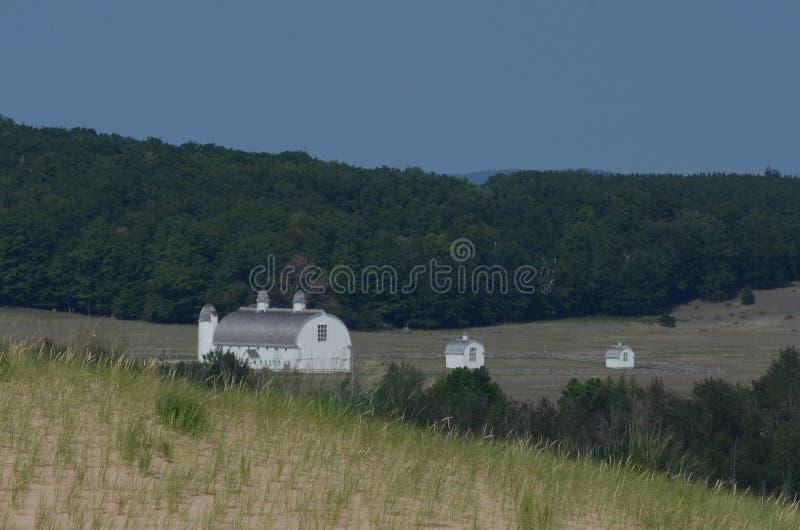 Tre lantbrukarhem som beskådas från att sova, uthärdar den nationella kusten parkerar royaltyfri bild