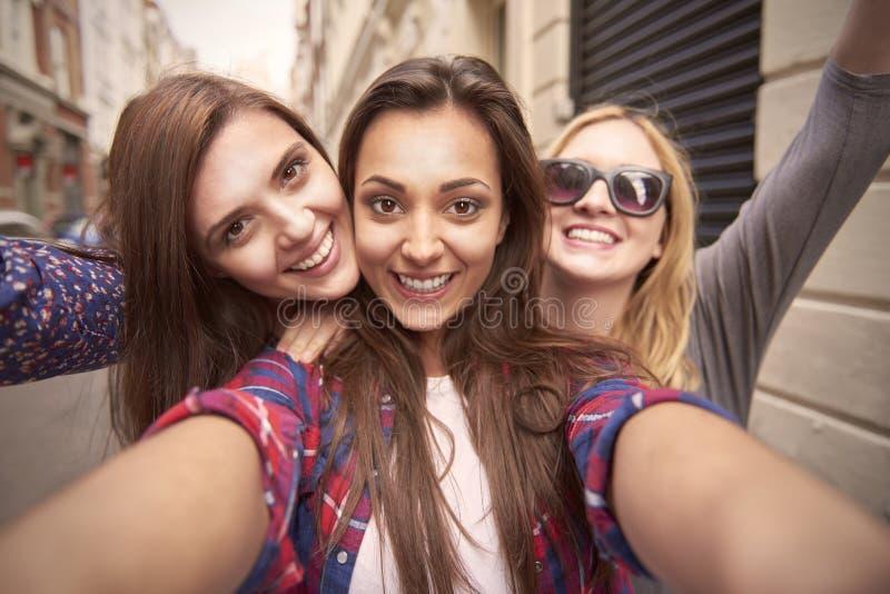 Tre le migliori amiche fotografia stock. Immagine di ...