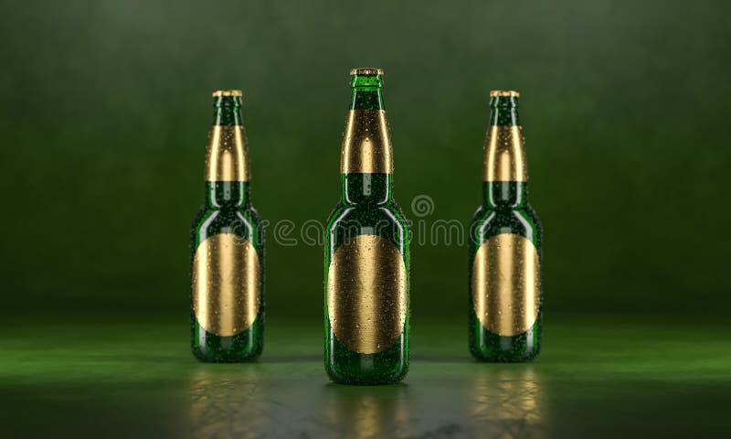 Tre ?lflaskor som st?r p? en lantlig svart tabell Falskt ?l upp V?ta ?lflaskor withgolden etiketter och vattendroppar royaltyfri foto
