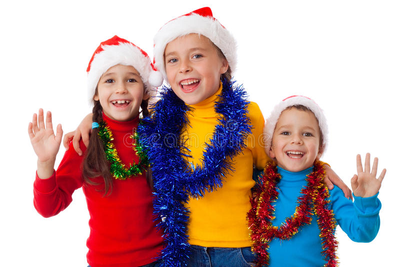 Tre lyckliga barn i Santa hattar royaltyfria bilder
