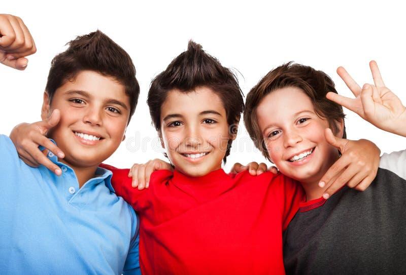 Tre lyckliga pojkar fotografering för bildbyråer