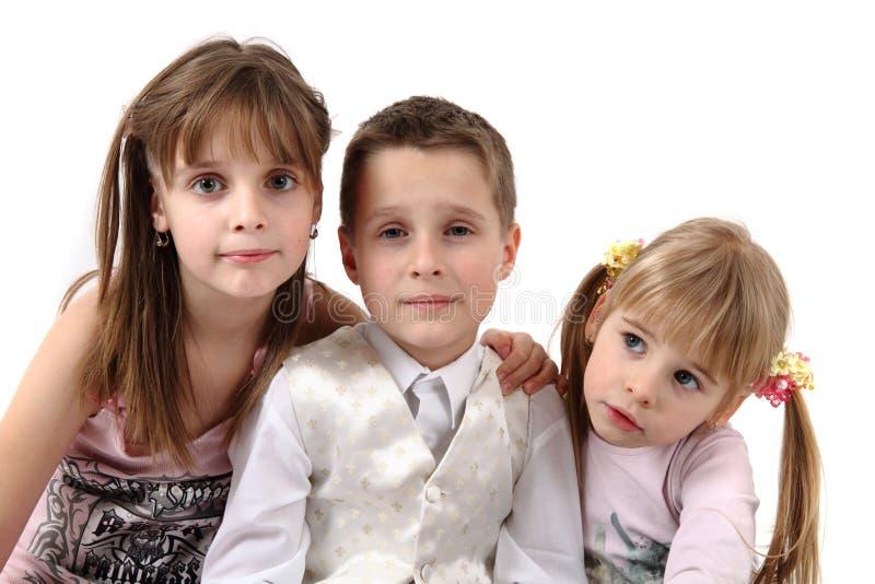 Tre lyckliga ungar royaltyfri bild
