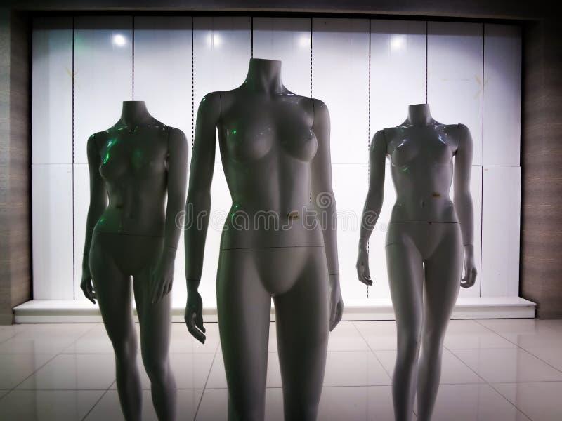 Tre manichini di plastica femminili 5 della fibra immagine stock
