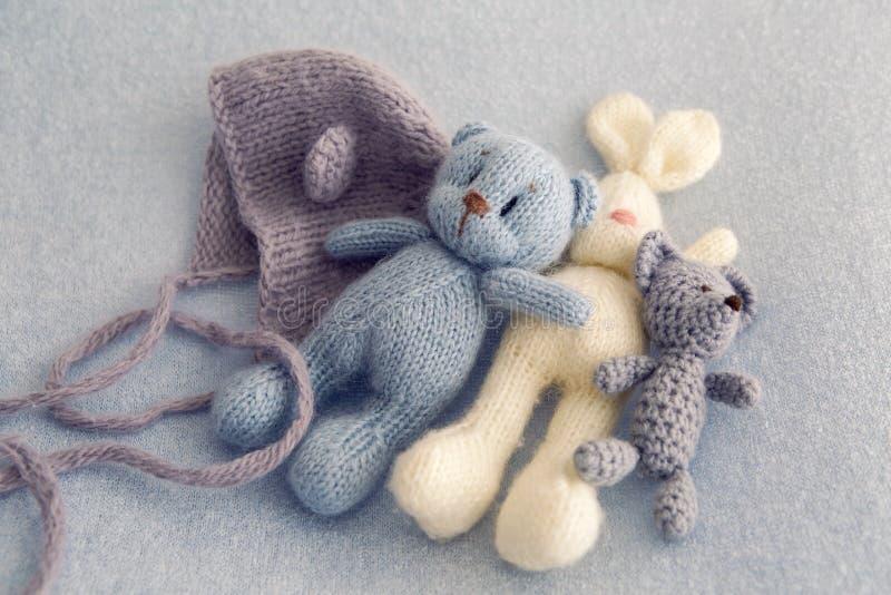 Tre mjuka leksakbjörnar royaltyfria foton