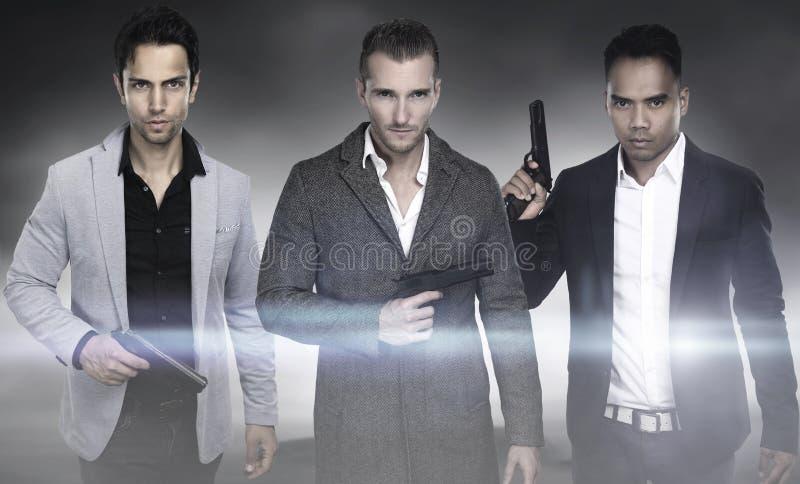 Tre modemän som rymmer vapnet royaltyfria foton