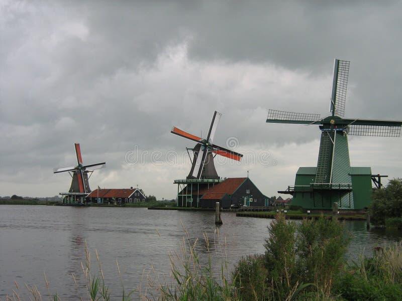 Tre mulini a vento olandesi in una fila in Zaancity fotografia stock libera da diritti