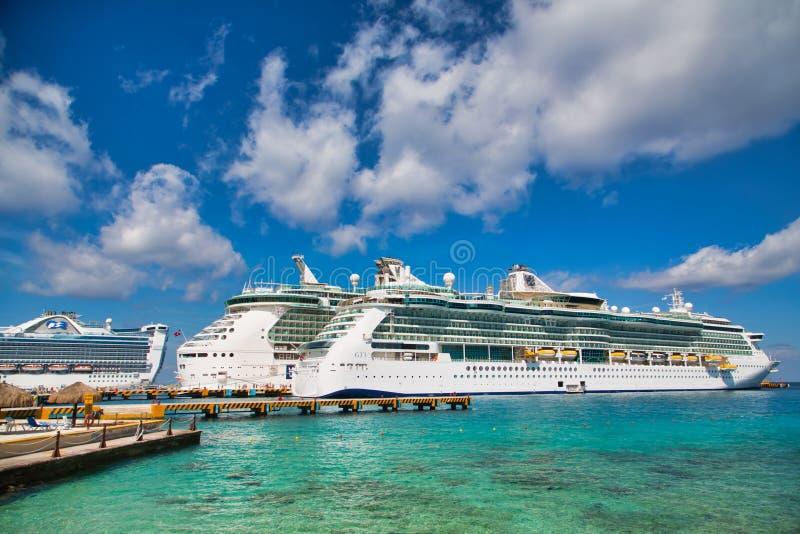 Tre navi da crociera in Cozumel fotografia stock