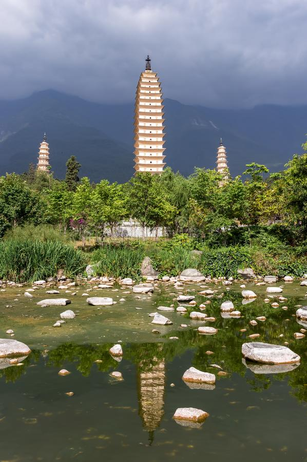 Tre pagoder av Dali, Zhonghe - Yunnan, Kina arkivfoton