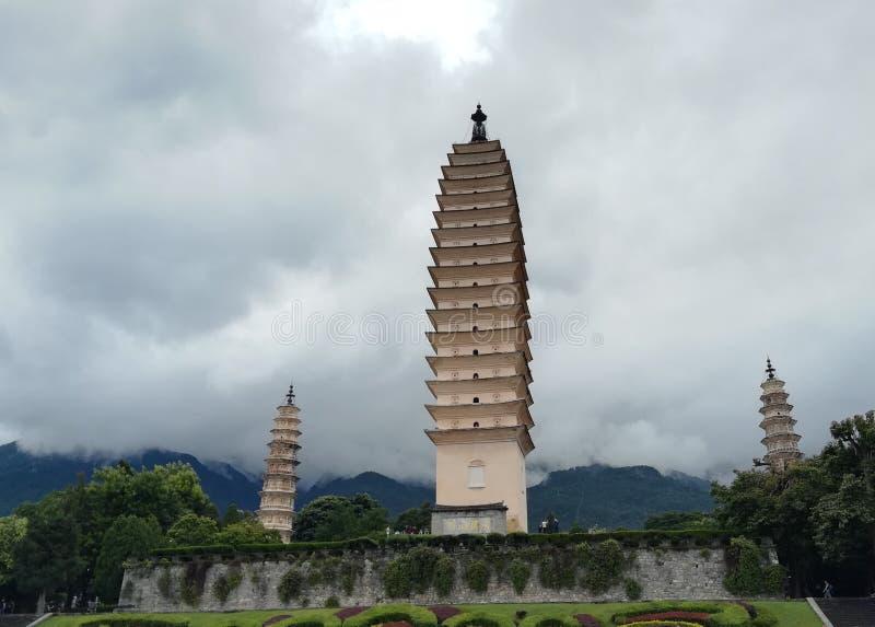 Tre pagoder i Dali City arkivfoton