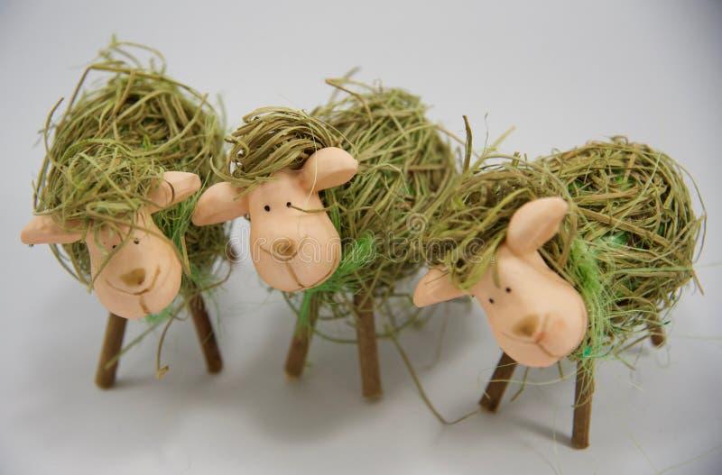 Tre pecore quinte della paglia di Pasqua immagini stock libere da diritti