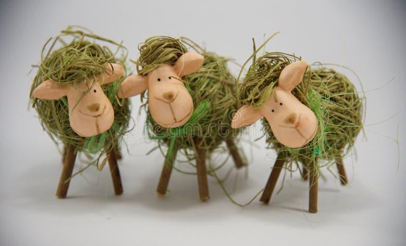 Tre pecore terze della paglia di Pasqua fotografia stock libera da diritti