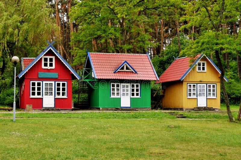 Tre piccole case immagine stock