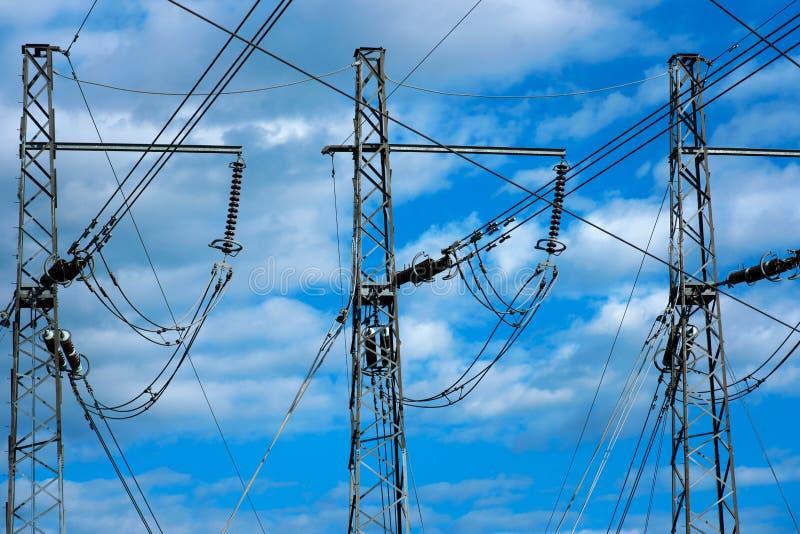 Tre piloni di elettricità fotografia stock
