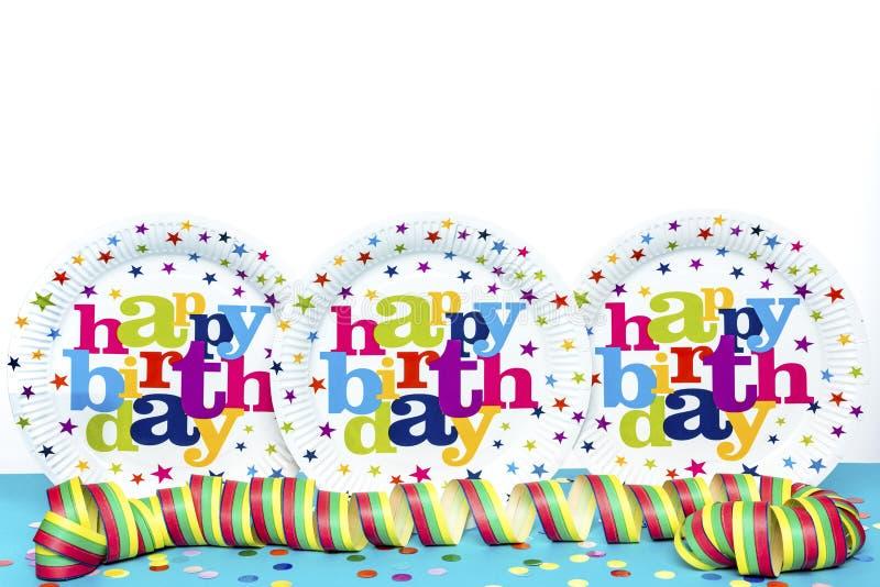 Tre plattor för lycklig födelsedag arkivfoto