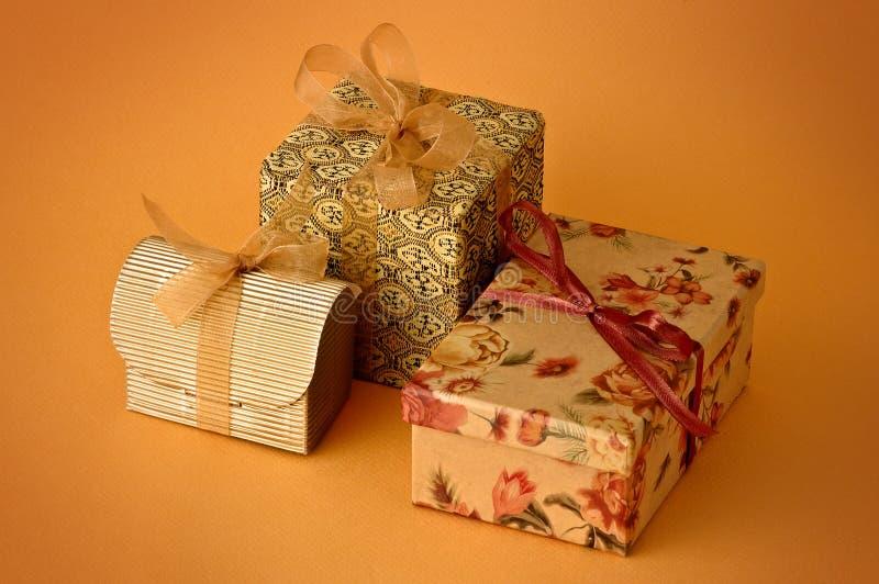 Download Tre poco regalo fotografia stock. Immagine di dare, lusso - 7309892