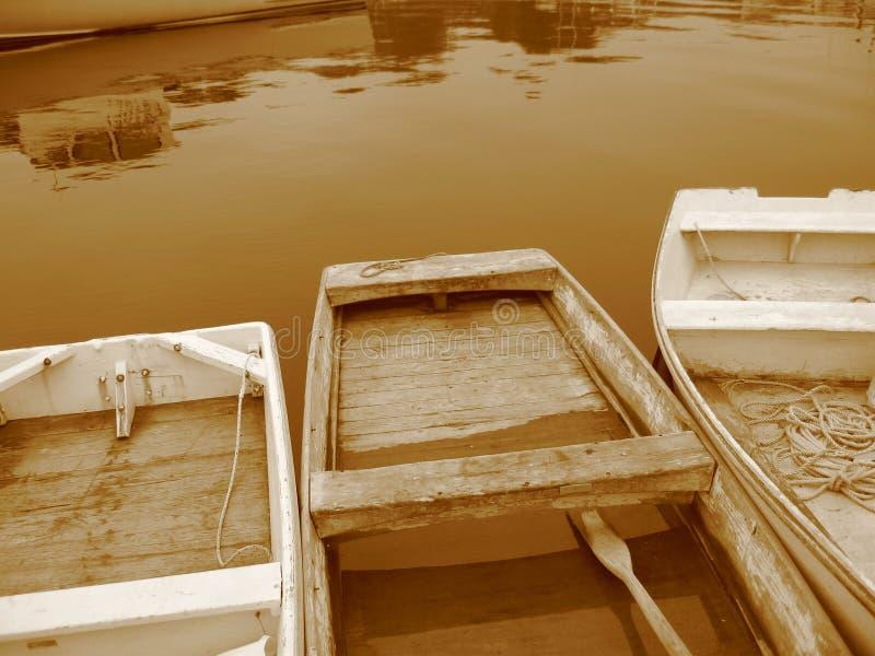 Tre Rowboats di seppia fotografie stock