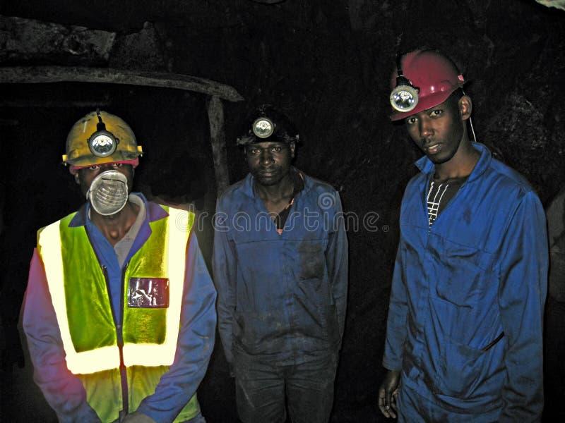 Tre rwandiska gruvarbetare royaltyfri bild