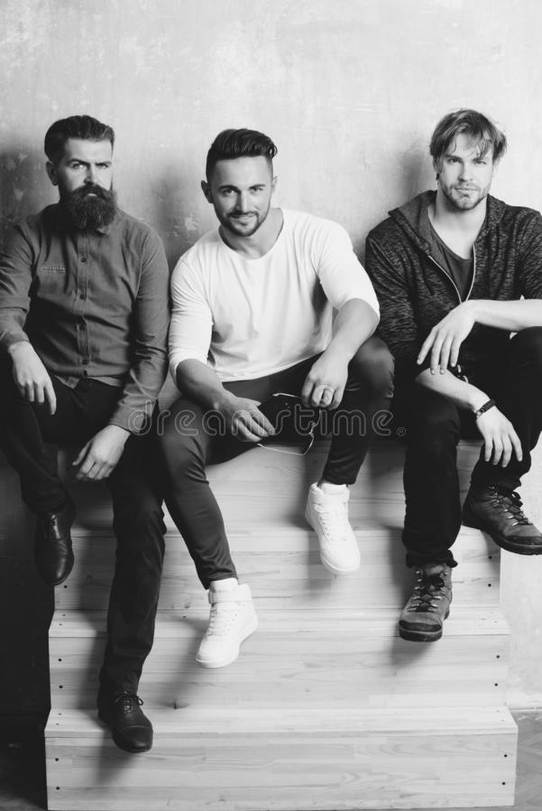 Tre skäggiga män eller personer med olika sinnesrörelser royaltyfria foton