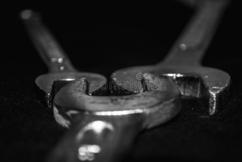 Tre skiftnycklar som tillsammans förläggas arkivfoton