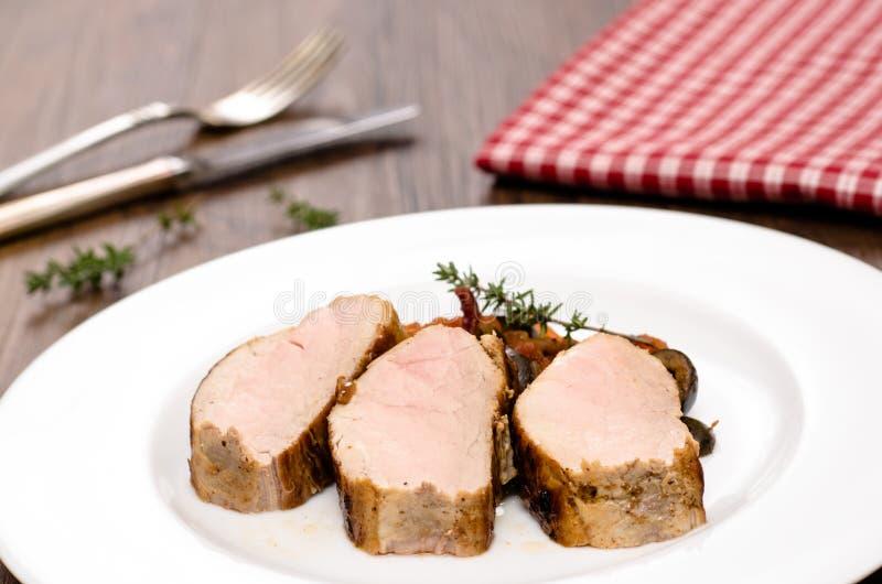 Tre skivor av grillade grisköttfläskkarréer arkivfoton