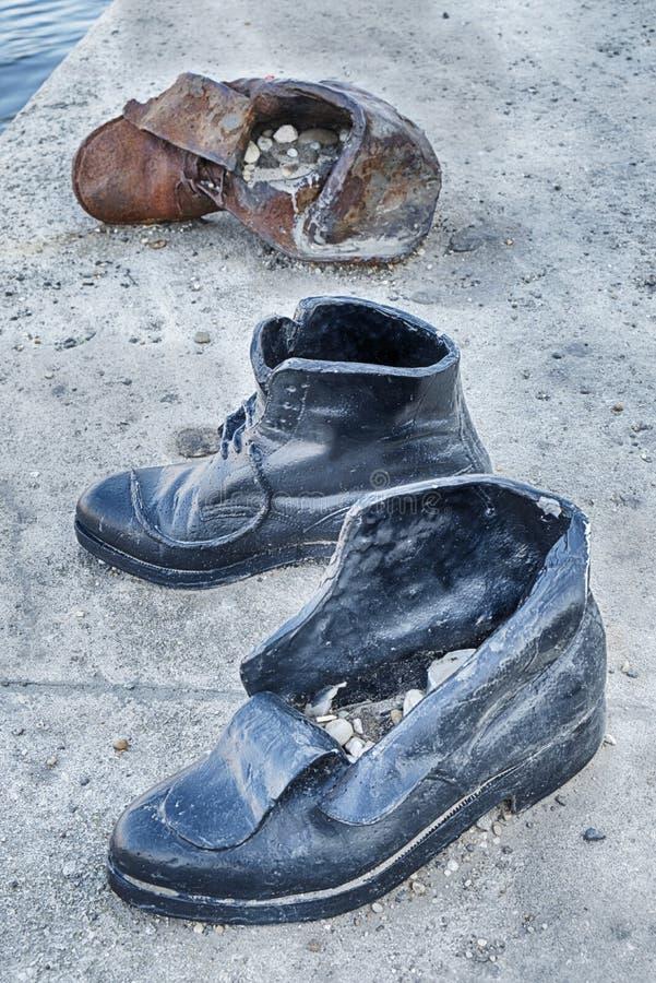 Tre skor på Donauen royaltyfri fotografi