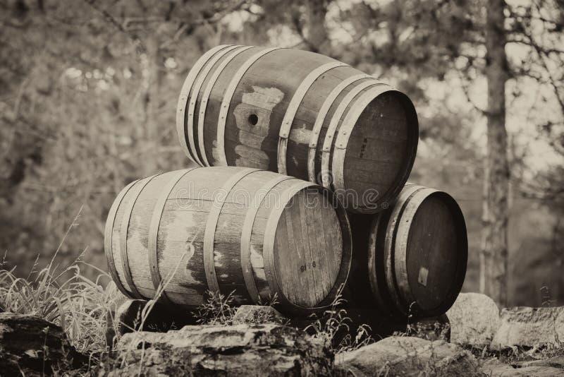 Tre staplade vinfat - Sepia royaltyfri foto