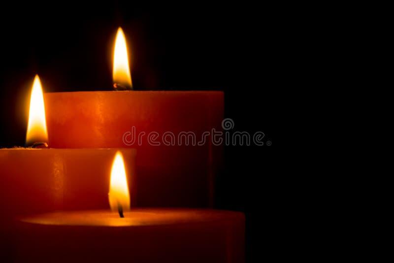Tre stearinljus för jul arkivbild