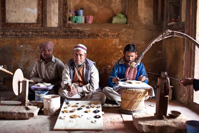 Tre supervisori del taglio marmorizzano a Agra, India fotografia stock libera da diritti