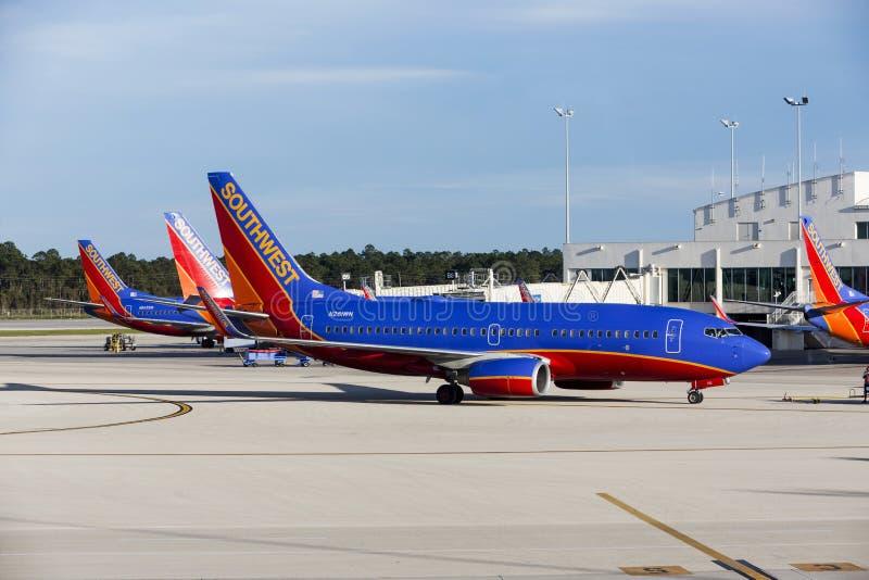 Tre sydvästliga flygplan A320 som parkeras på en sydvästlig Florida internationell flygplats (R arkivbild