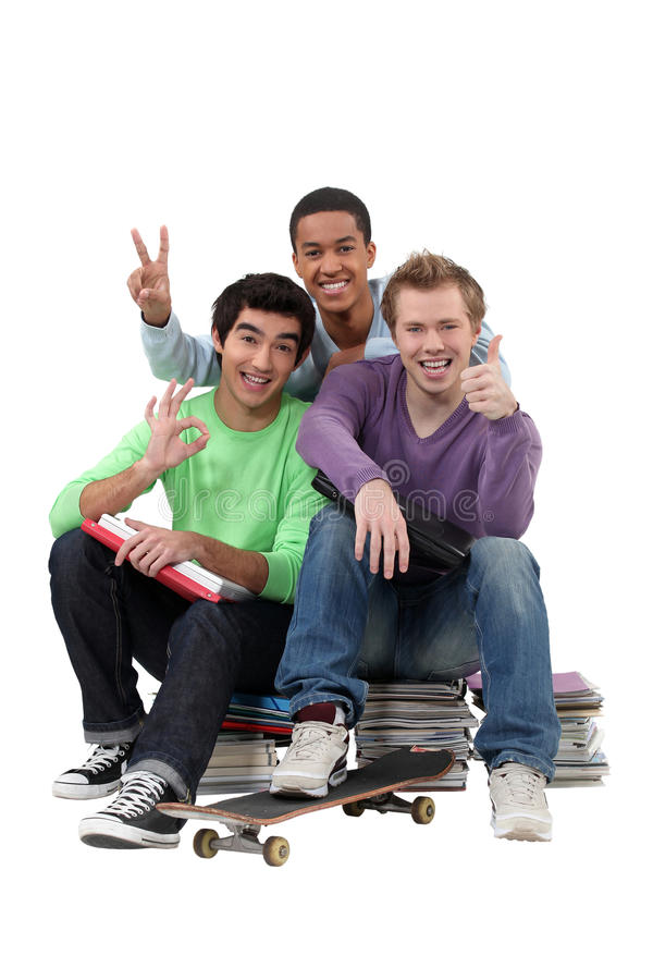 Tre tonåringar gjort studera. fotografering för bildbyråer