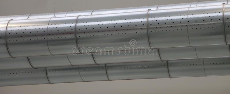 Tre tubi di un sistema di condizionamento di AIT in una fabbrica fotografie stock