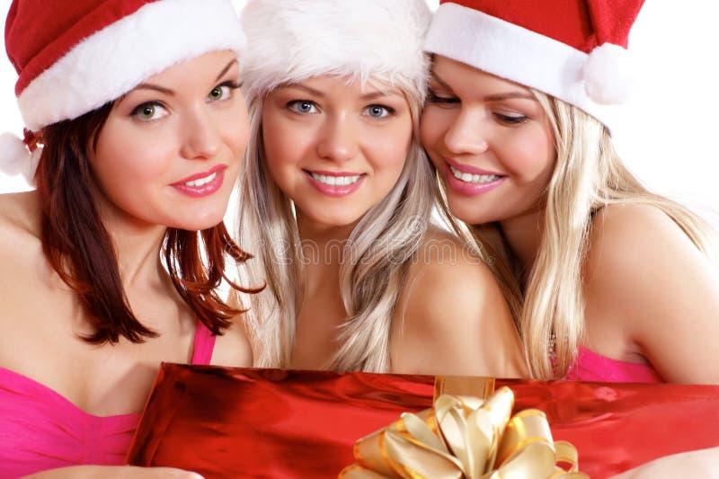 Tre ung flicka firar jul royaltyfri fotografi