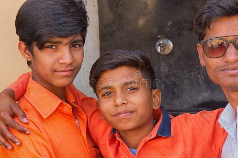 tre unga vänner av Hindus Stående fotografering för bildbyråer