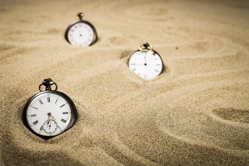 Tre vecchi orologi del rinforzo fotografia stock