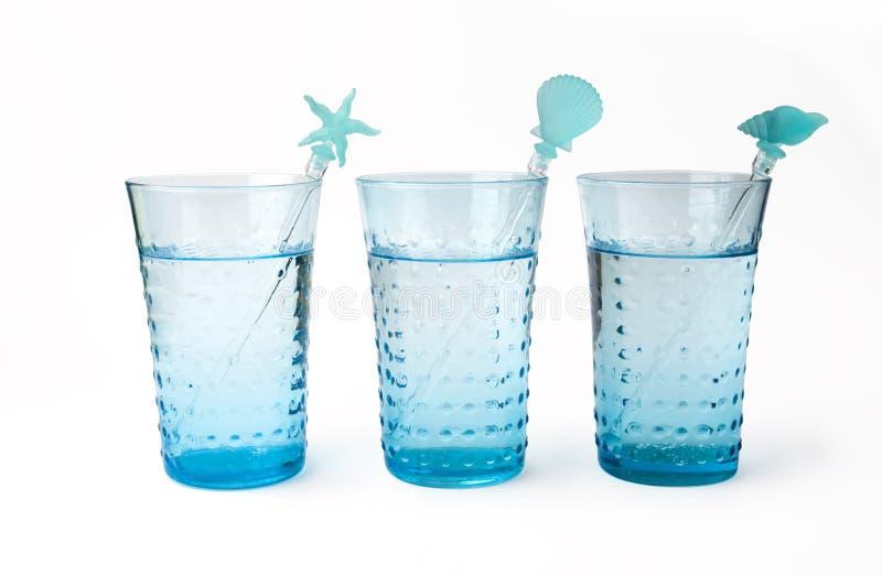 Tre vetri di acqua minerale con paglia fotografia stock libera da diritti