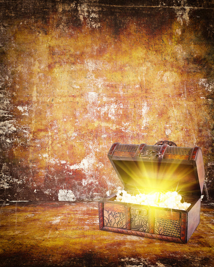 Download Treasure Chest With Jewelry Inside Royalty Free Stock Photo - Image: 28961455