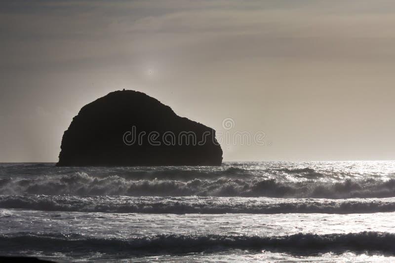Trebarwith - solnedgång - II - Cornwall - UK royaltyfria foton