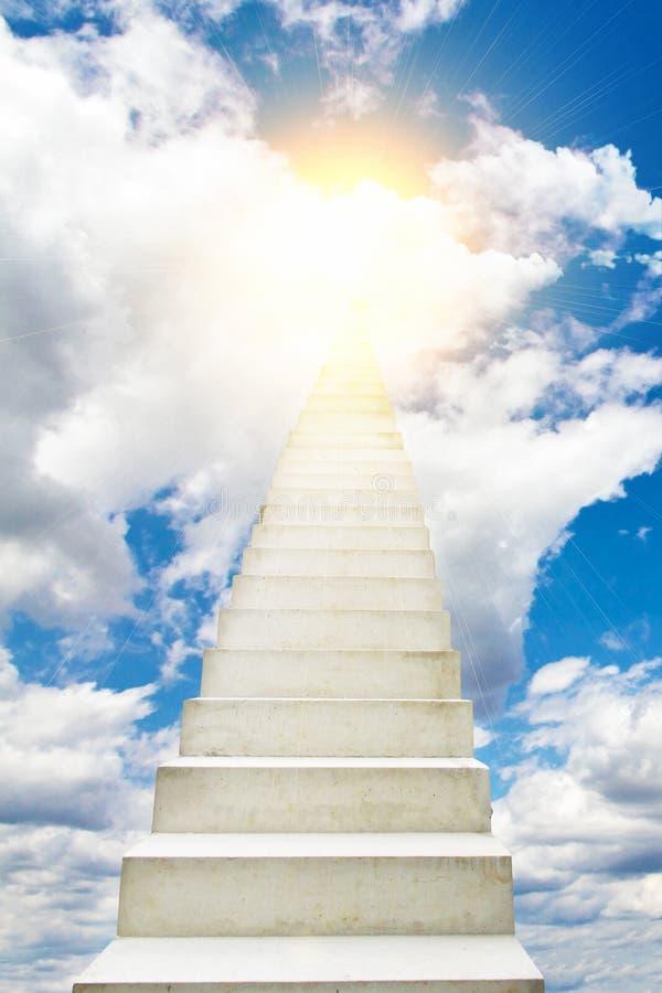 Treden aan de hemel stock afbeelding