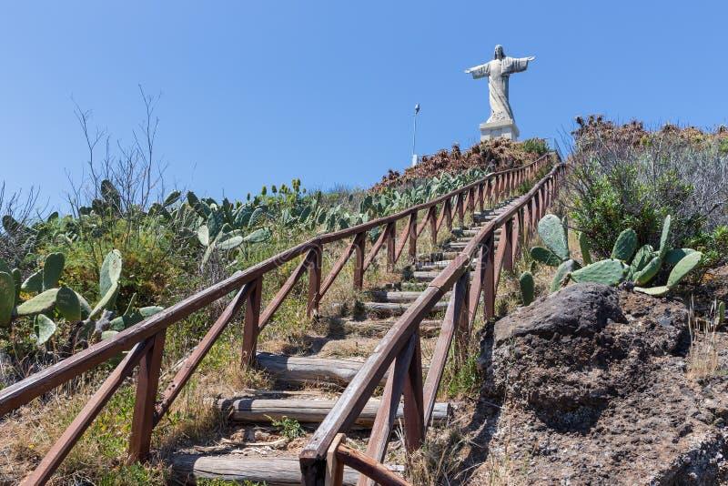 Treden aan standbeeld van Jezus Christus in Garajau in Funchal, Madera royalty-vrije stock fotografie