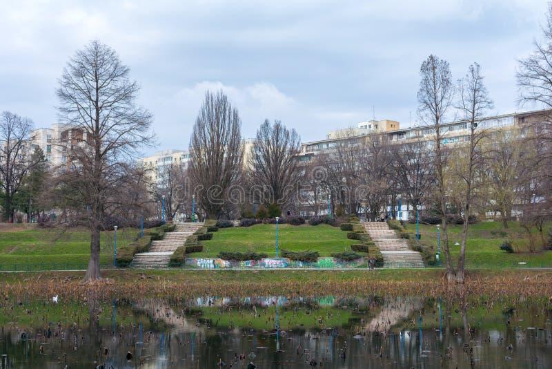 Treden in een park in Boekarest royalty-vrije stock foto's