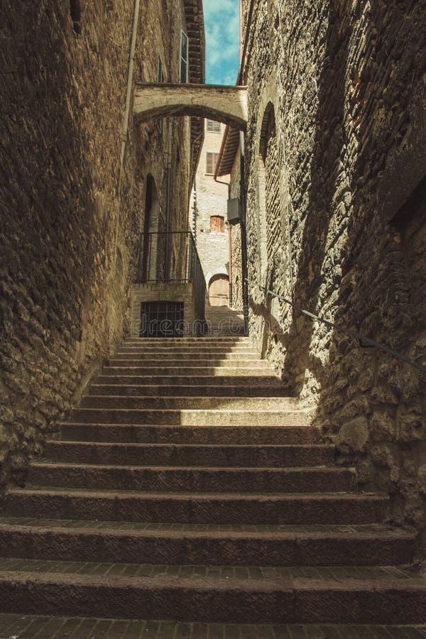 Treden en steeg in Assisi royalty-vrije stock foto
