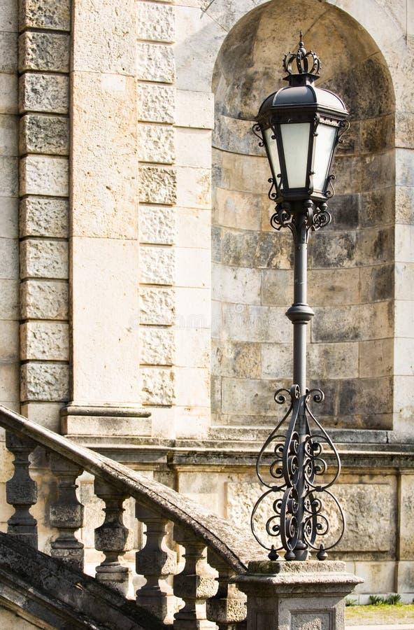 Treden en straatlantaarn royalty-vrije stock afbeelding