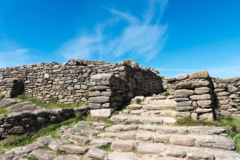 Treden en verdedigingsmuur in Castro DE Baroña royalty-vrije stock afbeelding
