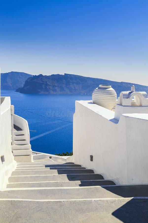 Treden, Overzeese mening van Santorini-eiland, Griekenland stock afbeeldingen