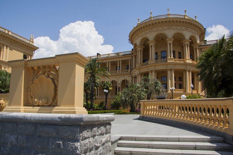Treden van de klassieke villabouw stock afbeelding