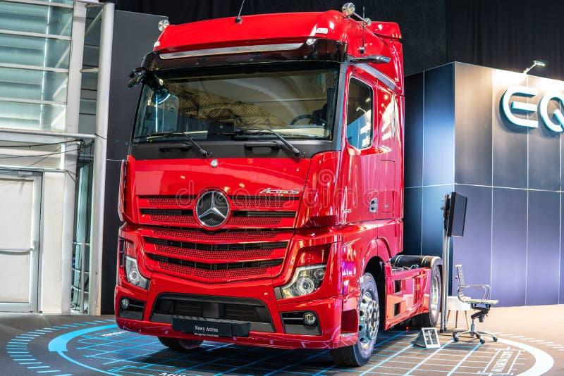 Tredje utveckling Mercedes-Benz Actros för tung lastbil, nytt flaggskepp för brand's från Mercedes Benz royaltyfri bild