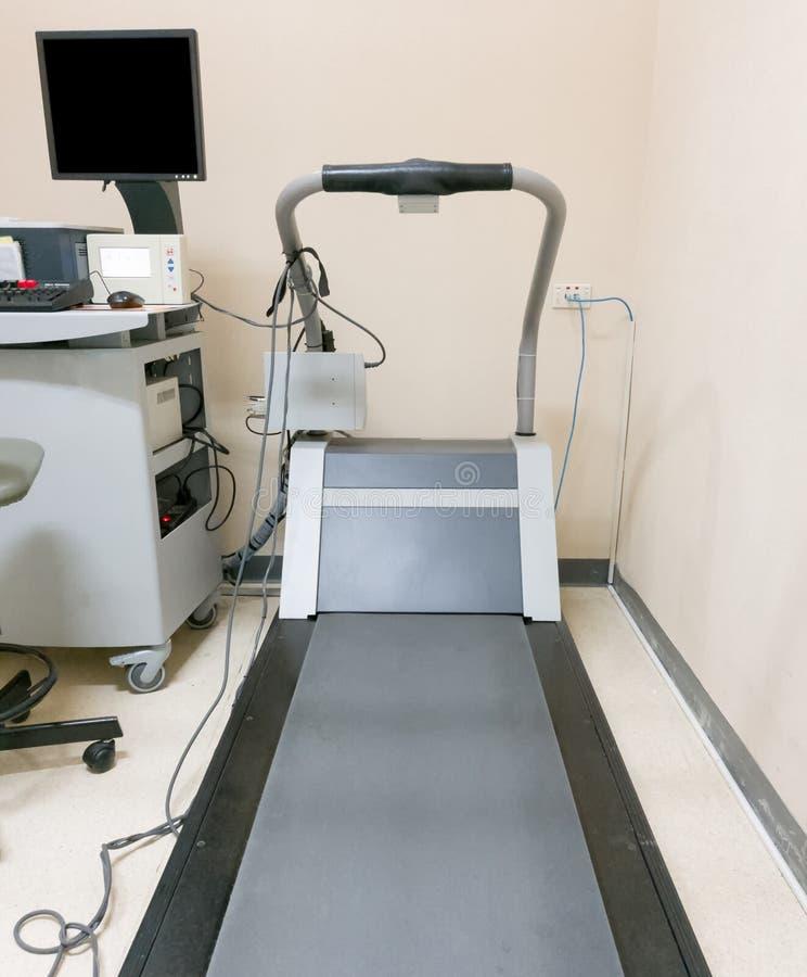 Tredmolen medisch met monitor voor aftastenelektrocardiogram en hij royalty-vrije stock foto