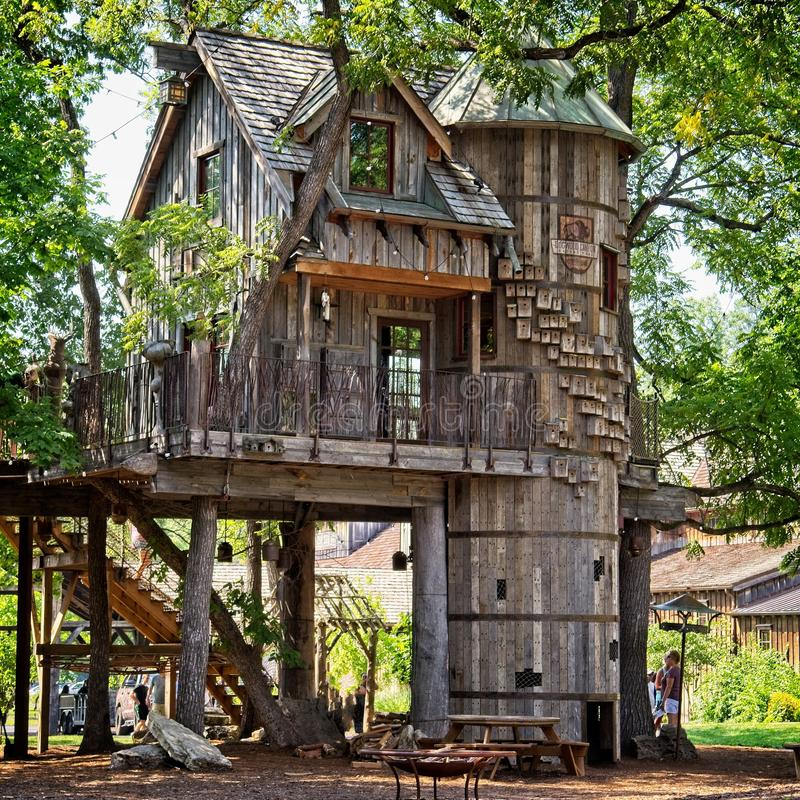 Tree House Dogwood Canyon Nature Park Lampe Mo. The Bass Pro Shops treehouse at the Dogwood Canyon Nature Park in Missouri provides a hands-on learning space for stock photography