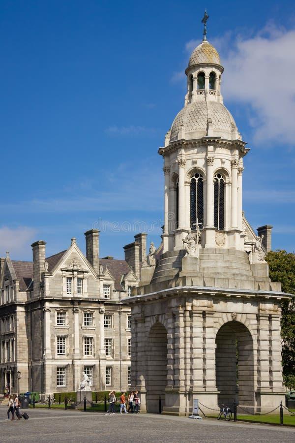 Treenighethögskola campanile dublin ireland royaltyfri fotografi