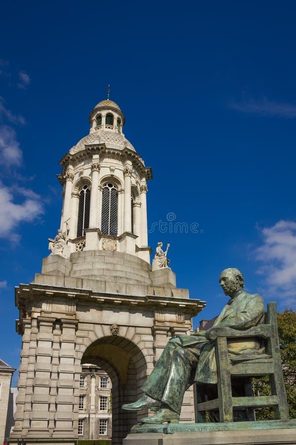 Treenighethögskola campanile dublin ireland fotografering för bildbyråer